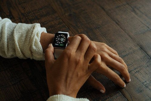 How to Adjust, Change or Increase Text & Icon Size on Apple Watch