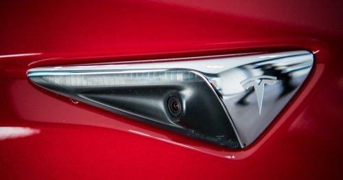A Fatal Crash Renews Concerns Over Tesla's 'Autopilot' Claim