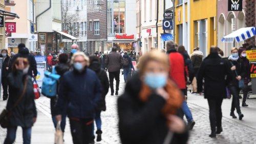 Todesfälle mit dem Coronavirus in Deutschland nach Monat, Geschlecht und Altersgruppe