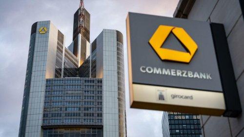 Wegen Konzernumbaus: Ergebnis der Commerzbank bricht ein