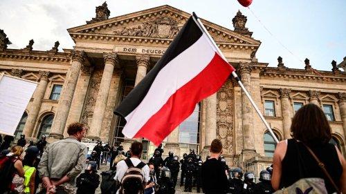 Minister: Erlass gegen Reichskriegsflaggen und Reichsfahnen steht