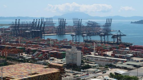 Umfrage: Geschlossener Hafen in China hat mehr Folgen als Suez-Havarie