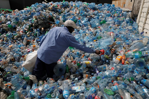 New technology converts waste plastics to jet fuel in an hour