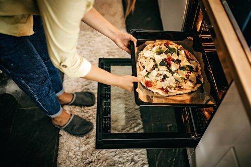 Bitte nicht im Backofen: Du hast kalte Pizza immer falsch aufgewärmt