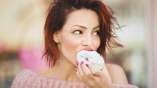 Das passiert in deinem Kröper, wenn du zu viel Zucker isst