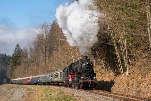 Nostalgischer Zug hält in Frankenthal