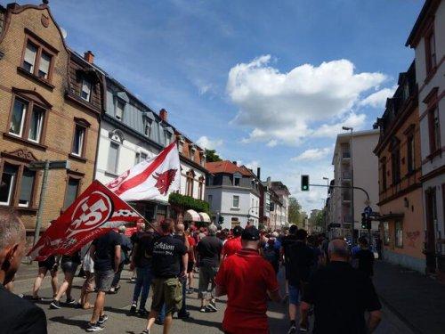 Trauermarsch zu Ehren von Norbert Thines