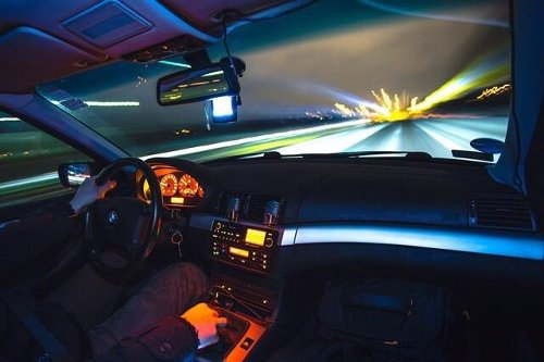 Fahrer fliegt aus berüchtigter SEL-Kurve