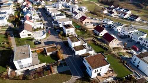 Baulücke finden: So kommt ihr an ein günstiges Grundstück mit Potenzial