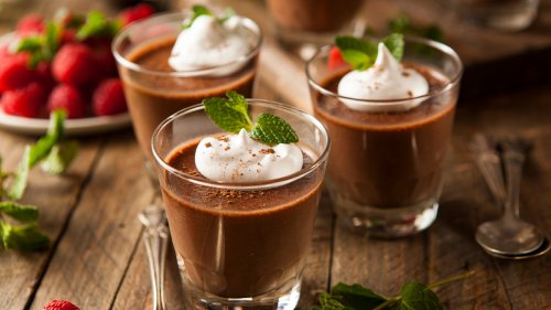 You Can Make a Delicious Chocolate Mousse Using Just 2 Ingredients — And 1 of Them Is Free!
