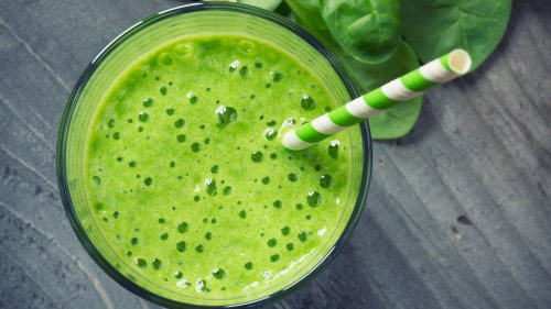Fight Wrinkles, Hair Loss, and Inflammation With This Tropical Green Smoothie