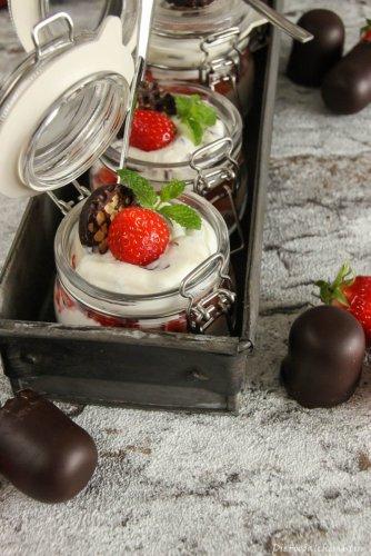 Schaumkuss Dessert mit Erdbeeren