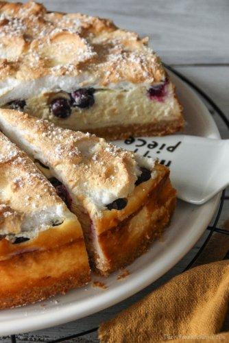 Cheesecake mit Baiser und Heidelbeeren