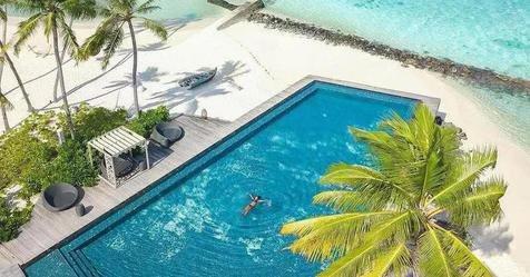 Stunning Swimming Pools Around the World