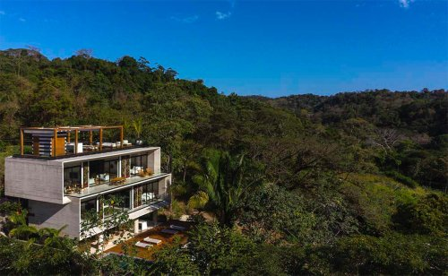 VOID completes Guarumo Residence with staggered volumes in Costa Rican tropical landscape