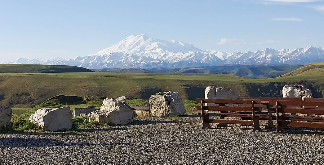 Where Does Mount Elbrus Rise?