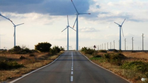 Bridging the gap between transport and energy to achieve sustainable mobility