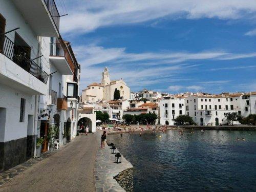 Cadaques Spanien: Sehenswürdigkeiten & Urlaubstipps für das Dorf am Cap