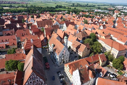 Nördlingen Sehenswürdigkeiten: Tipps für die Stadtmauer, Altstadt & Region