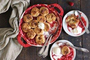 Erdbeeren & Himbeeren Cobbler