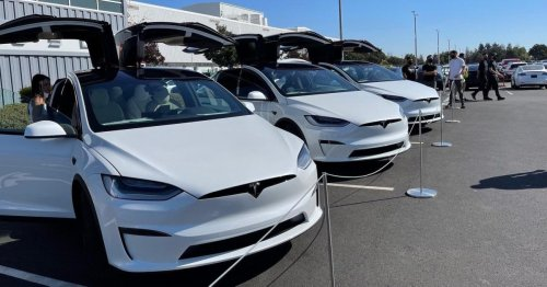 Refreshed Tesla Model X with gorgeous interior delivered to customers [video]