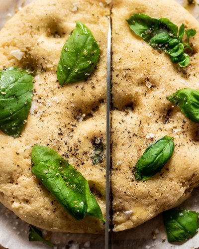 Garlic & Herb Focaccia 🍞 and The Best Flaky Salt! {Grain Free & Low Carb} - Inspector Gorgeous