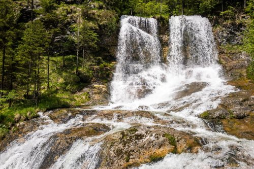 Die Weißbachschlucht: Die älteste Pipeline der Welt und ein rauschender Wasserfall