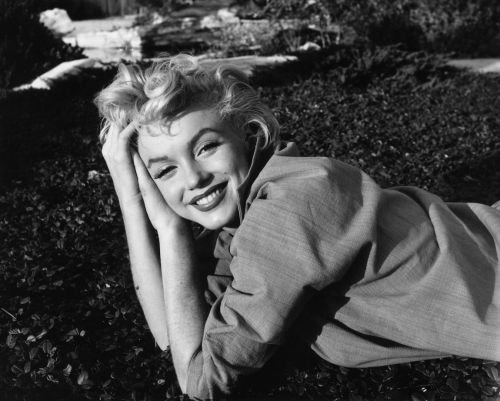Frank Sinatra Died Believing This Rumor About Marilyn Monroe, New Book Says