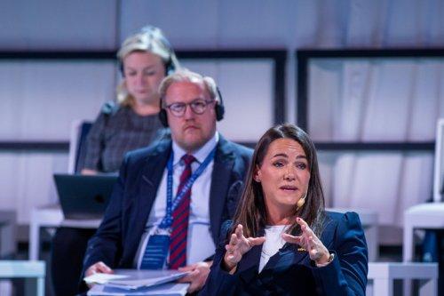 Katalin Novák betonte auf einer Konferenz in Schweden die Bedeutung der Bekämpfung des Antisemitismus. Die Ministerin erinnerte die Teilnehmer daran, dass Ungarn Nulltoleranz erklärt hat und dass der Grenzschutz neben vielen anderen Maßnahmen auch der Sicherheit der Juden dient.