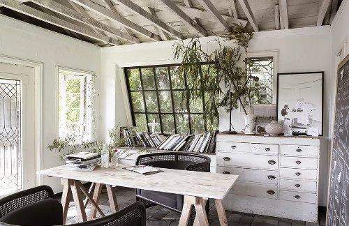 La maison en bois avec une piscine lagon d'une designer - PLANETE DECO a homes world