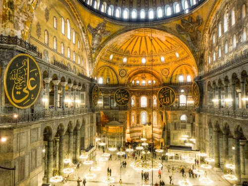 7 Things to Do Near the Anicent Sight of Hagia Sophia Istanbul