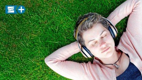 Augen zu – und Ferien: Hörbuch-Tipps für die Sommerzeit