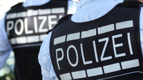 Siegen: Betrunkener mit Pistole im Hosenbund, Arsenal daheim
