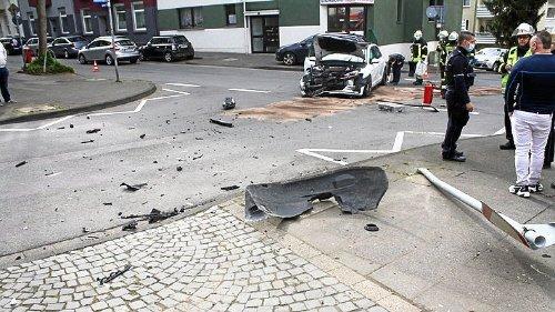 Hoher Sachschaden nach Zusammenstoß in Hagen-Wehringhausen