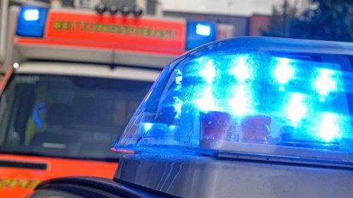 Siegen: Frau ohne Helm auf E-Bike stürzt – schwer verletzt