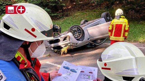 Bad Laasphe: Sportwagen landet auf dem Dach: Zwei Verletzte