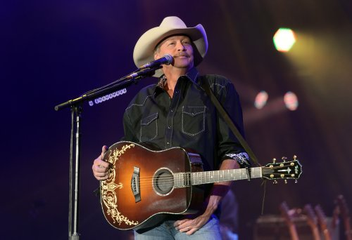 Country music star Alan Jackson reveals nerve condition he's had for a decade
