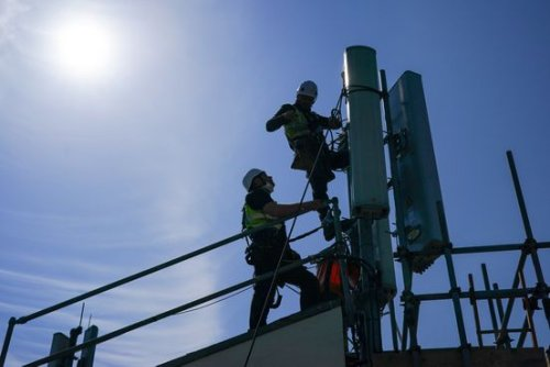 U.S. Fight Against Chinese 5G Shifts From Threats to Incentives