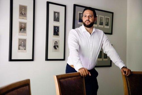 Law School Loses Luster as Debts Mount and Salaries Stagnate