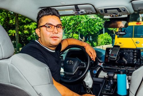 Uber, Lyft Drivers Race to Apps That Make Contract Work a Better Gig