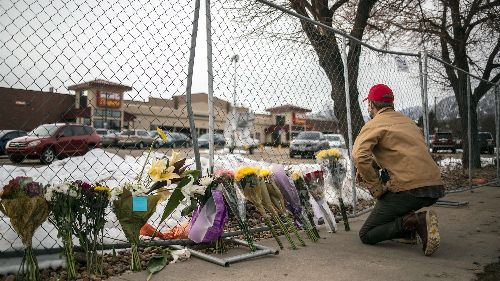 Video: Gunman kills 10 at Boulder, Colo., supermarket