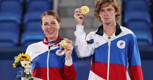 Tokyo 2020: Pavlyuchenkova and Rublev save match point to win Olympic gold in mixed doubles