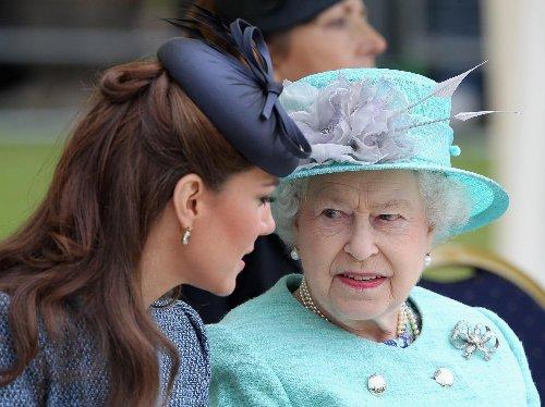 Queen ändert ihr Testament: Extreme Auswirkungen für Kate! | Wunderweib