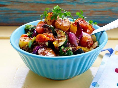 Backkartoffelsalat: Ein einfaches, vegetarisches Rezept | Wunderweib