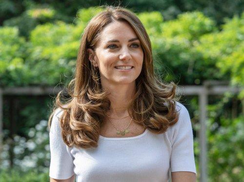 Diese weißen Sneaker von Kate Middleton wollen gerade alle Frauen! | Wunderweib