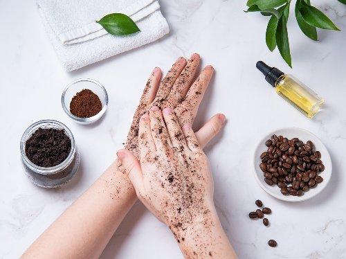 Kaffee Peeling selber machen: Hol dir den Koffein-Kick für die Haut! | Wunderweib