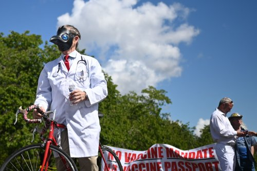 Anti-Vaccine Activists Vow Resistance at Oregon's Capitol, Joined by Republican Officials