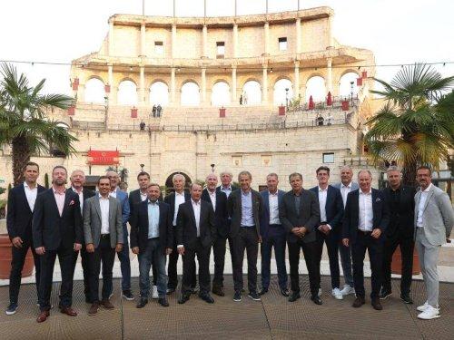 Fußball-Europameister: Wembley-Helden von 1996 feiern mit Edelfan Becker und Löw