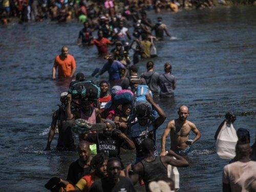 Flüchtlinge: Riesiges Migrantencamp in Del Rio: USA schieben Menschen ab