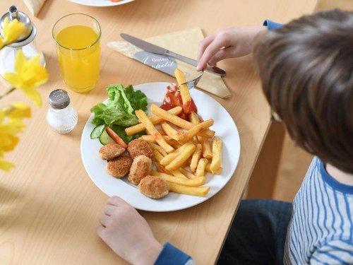 """Junkfood für Kids: Ernährungsexperte: """"Fertig-Currywurst auf die rote Liste!"""""""